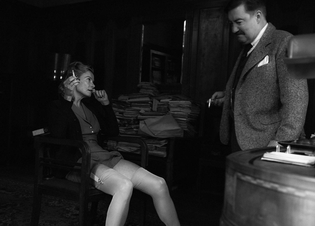 ресунок голой девушки в немецком кителе
